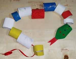 Faschingsschlange Aus Klopapierrollen Basteln Mit Kindern