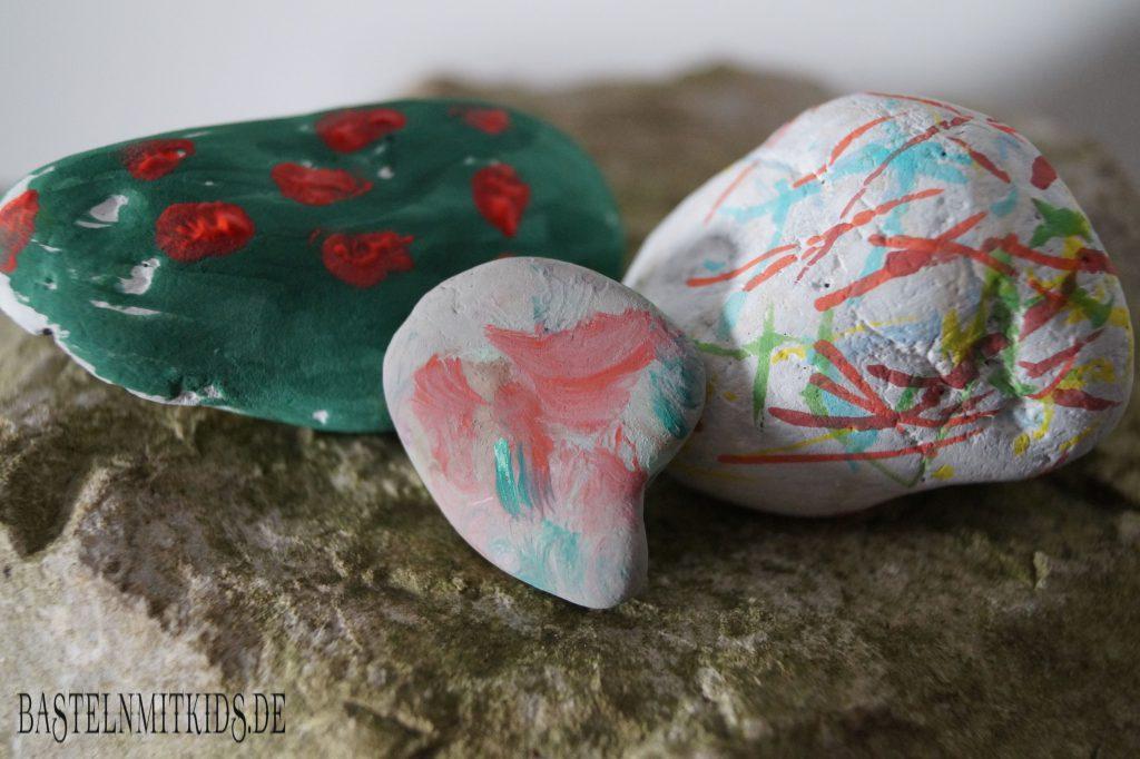 Steine bemalen basteln mit kleinkindern