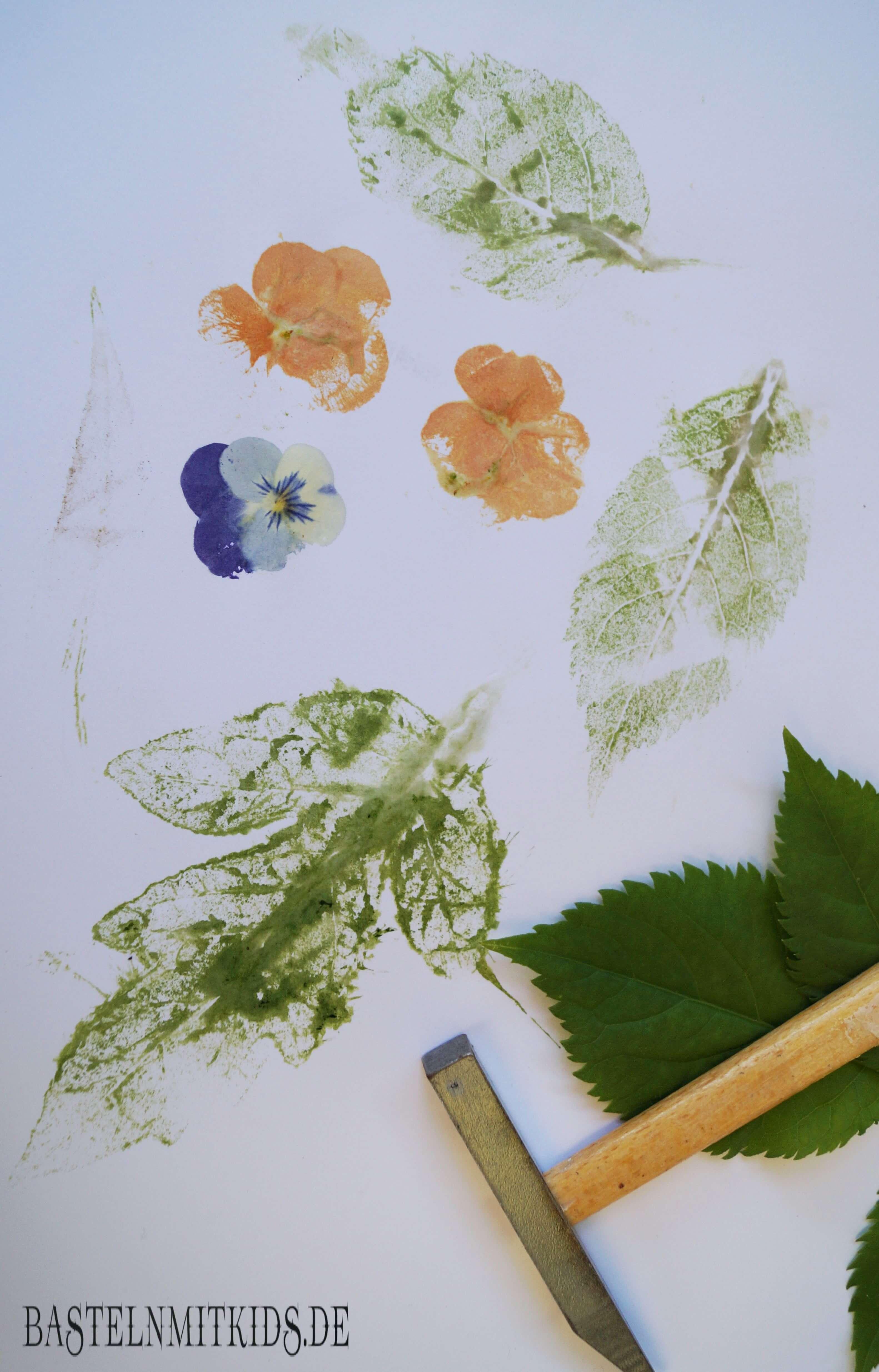 Stempel Blätter mit Kindern